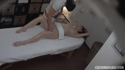 Pretty Slut Gives A Handjob While Being Finger Banged Massasje Porno Video