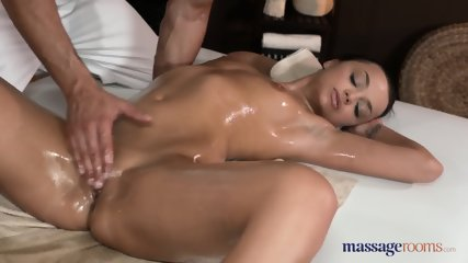 OIly Cutie With Natural Tits Bangs With Her Masseur