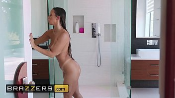 Abigail Mac Enjoys Passionate Drilling After A Seductive Massage